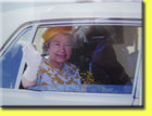 Queen_in_car